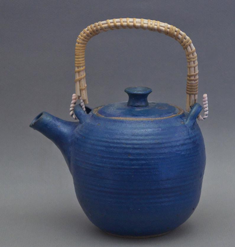 Canadian Pottery - Charmian Johnson teapot, ht. 6″ - British Columbia