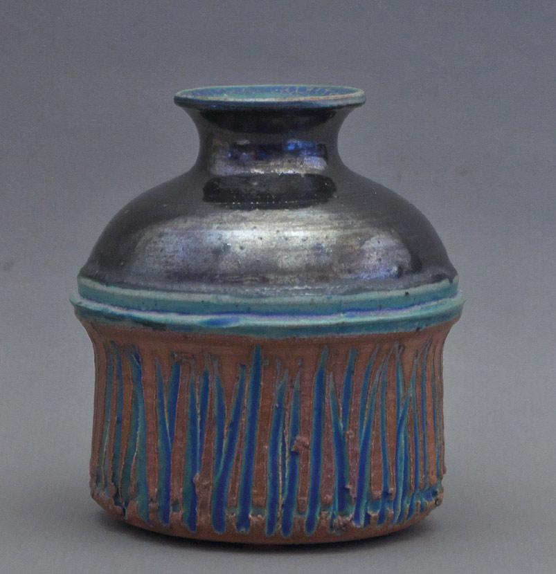 Canadian Pottery - Harlan House vase, 1970, ht. 5″ - Calgary, Alberta