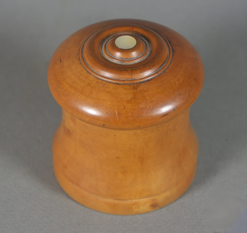 Treen jar, turned boxwood