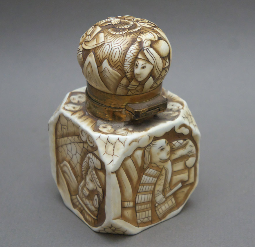 Japonesque pottery inkwell