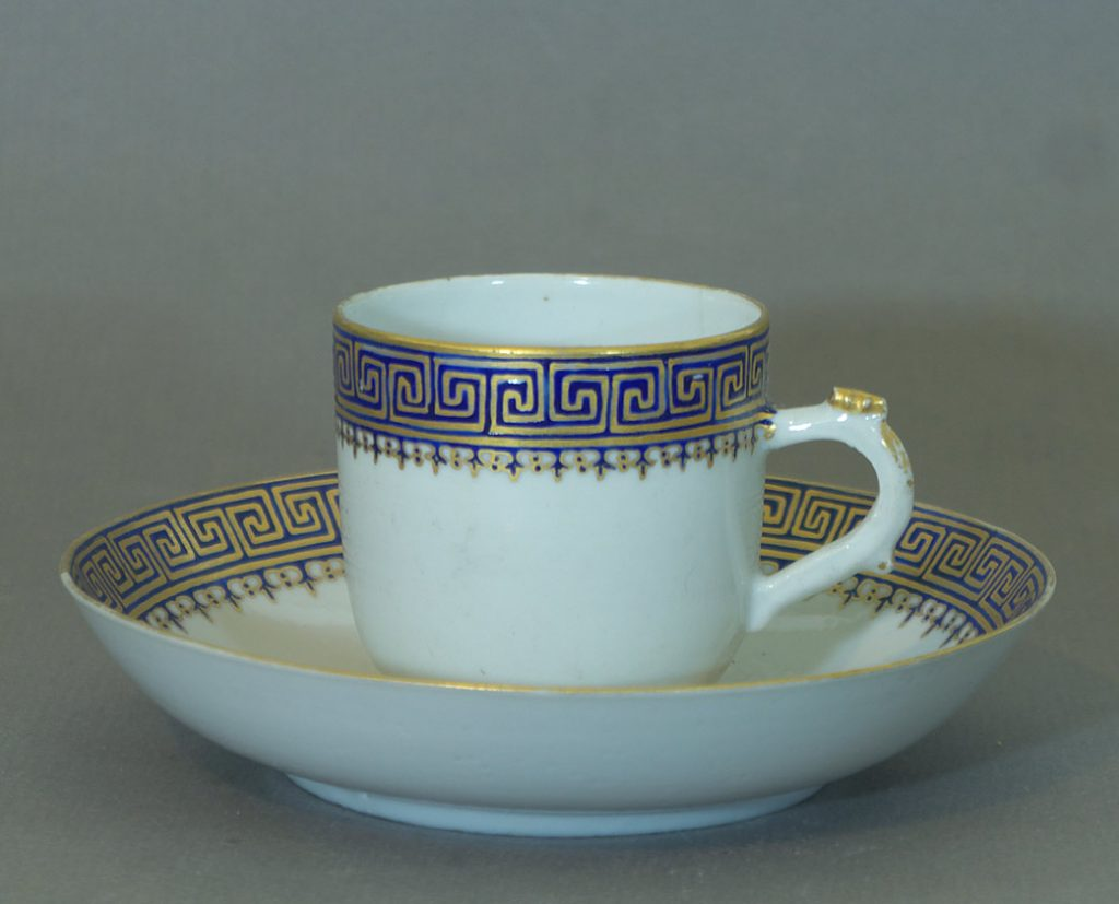 Chinese Export service - coffee can and saucer