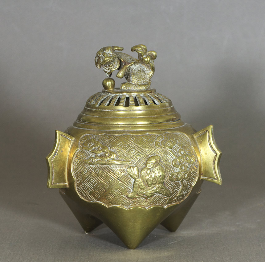 Chinese tripod censer with foo dog lid