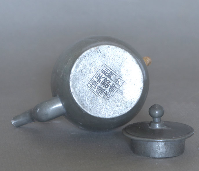 Chinese pewter sentry teapot seal
