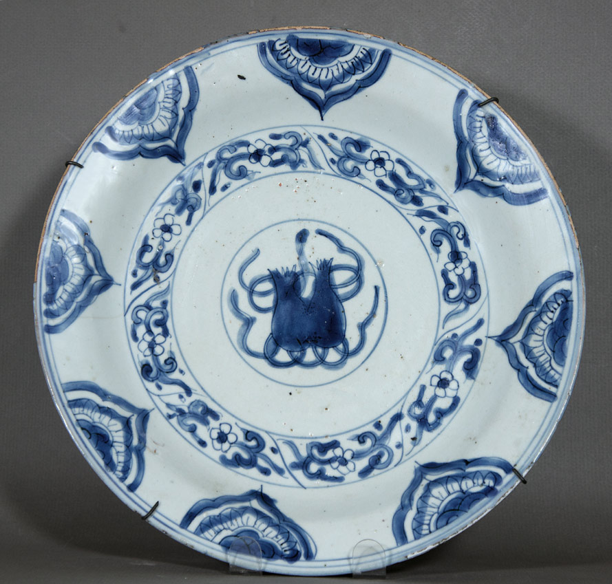 Ming dynasty Wanli blue and white charger